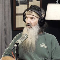 """Duck Dynasty"" Family Praises Donald Trump for ""Evolving"" in His Christianity"