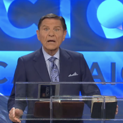 Scamvangelist Kenneth Copeland Urges Poor People To Give Him More Money