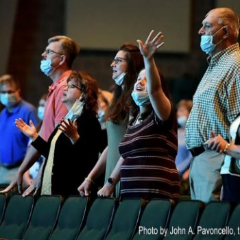 Do Any of These Churchgoers Know or Care How to Use a Face Mask?