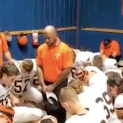 Jasper (MO) School District Will Investigate Football Coach Leading Team Prayers