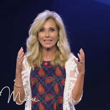 """Beth Moore Apologizes for Being """"Complicit"""" in Promoting Complementarianism"""