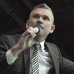 """Hate-Preacher Tells Right-Wing Crowd They're Being Persecuted: """"This Means War!"""""""